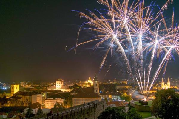 Pezsgős tűzijáték az Egri várban